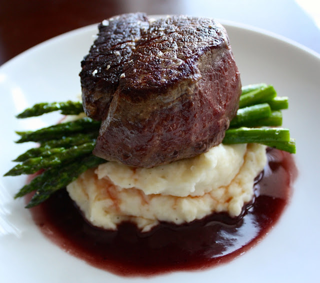 Pan Seared Filet Mignon with Red Wine Sauce