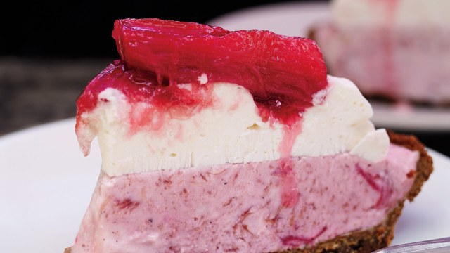 Rhubarb-Gingersnap Icebox Pie